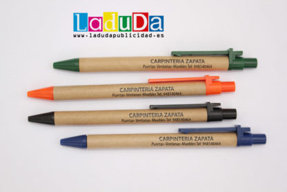 Bolígrafos de cartón reciclado publicidad carpintería Zapata