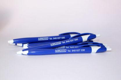 Bolígrafos Finball azules personalizados tinta blanca para publicidad de Legarra